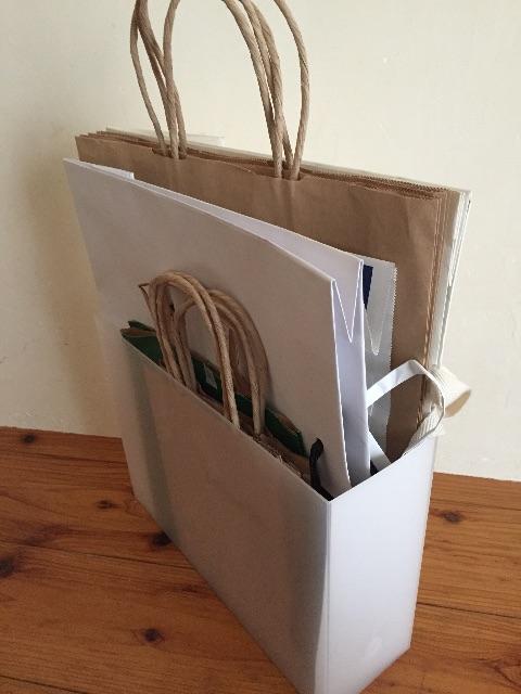 これでスッキリ!どんどん増える紙袋の収納方法と収納アイデアのサムネイル画像