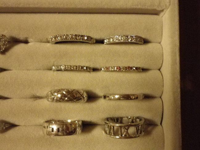 おしゃれでかわいい!指輪などのアクセサリー類の収納方法!のサムネイル画像