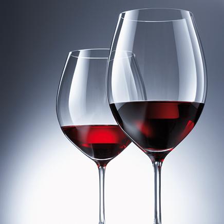 自宅がバーに変身?ワイングラスをおしゃれに収納してみようのサムネイル画像