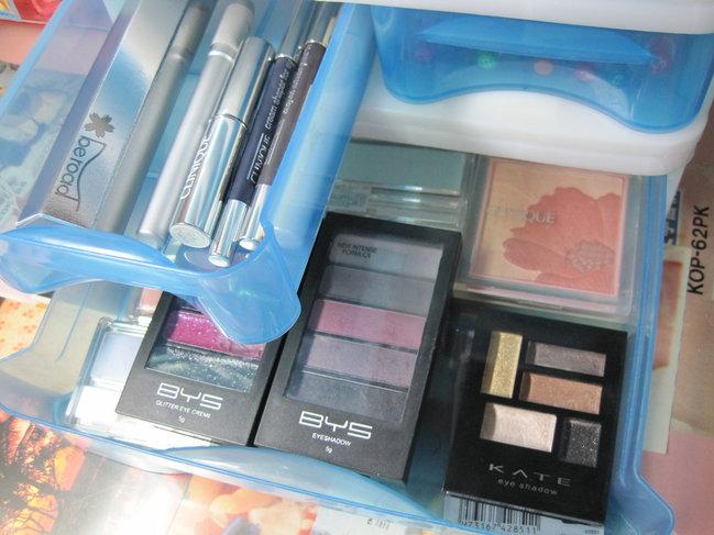 無印良品アイテムで化粧道具をかわいく収納するコツ♡のサムネイル画像