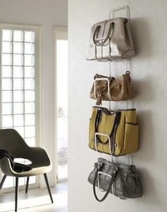 形が崩れる、かさばる、カビちゃう!正しいバッグの収納方法は?のサムネイル画像