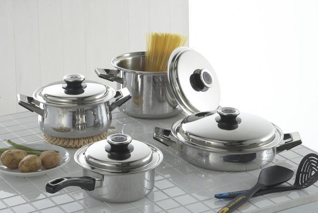 キッチンをもっと使いやすくしたい!調理器具の収納術をご紹介♪のサムネイル画像