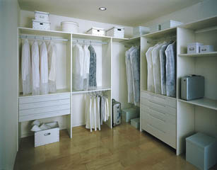 達人に学ぶ!目からウロコのスッキリ衣服収納術をご紹介します!のサムネイル画像