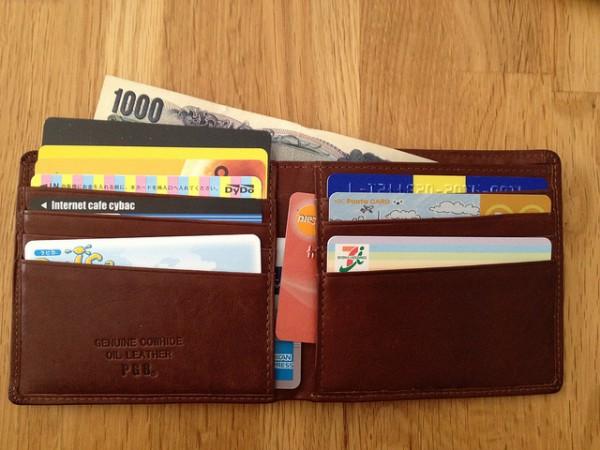 パンパンのお財布とサヨナラ!お財布のカードをスッキリ収納術♡のサムネイル画像