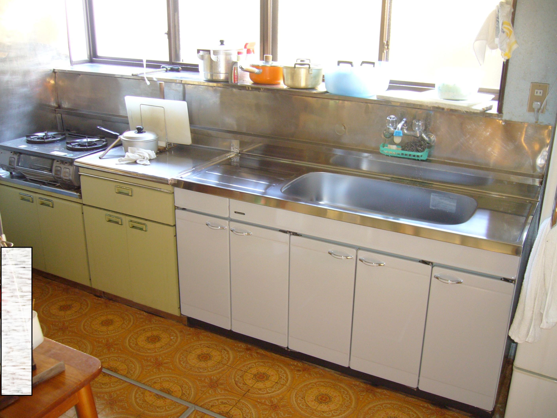 キッチンで一番の悩み、流し台の収納場所・・。なんとかならない??のサムネイル画像
