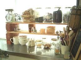 キッチンの出窓を収納やディスプレイに活用するアイデア満載!のサムネイル画像
