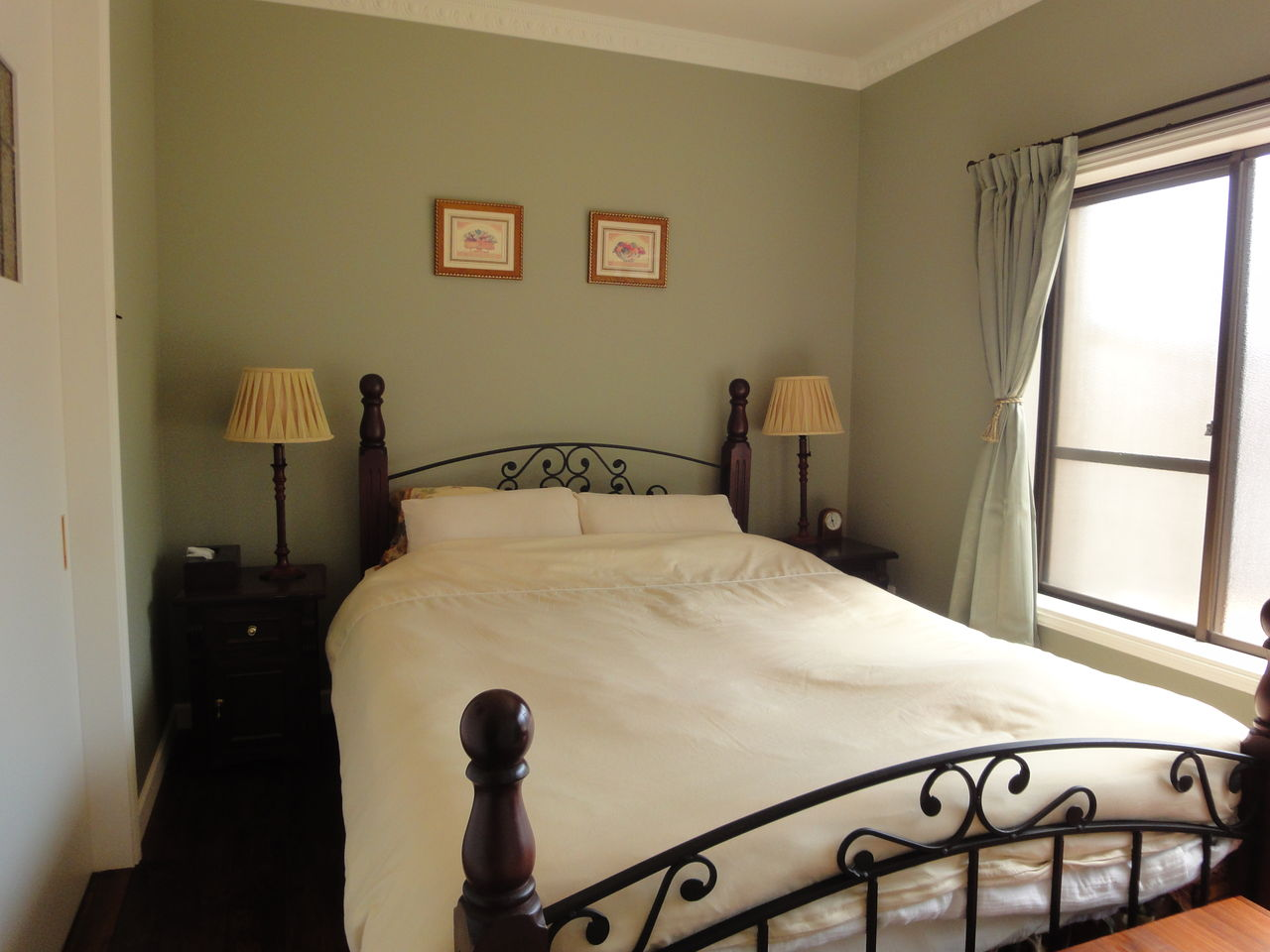 寝ている間に運気up 寝室の壁紙におすすめ色と気になる風水は