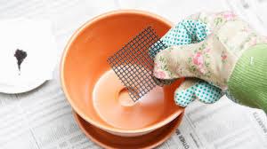 植木鉢の底には鉢底ネットがおススメ!虫やナメクジなどの侵入を防ぐのサムネイル画像