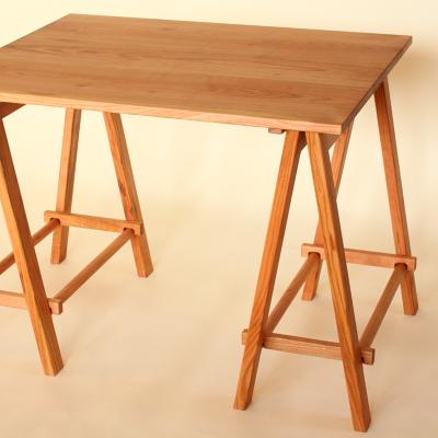 お部屋のスペース自由自在!折りたたみ机には様々な商品があった!のサムネイル画像