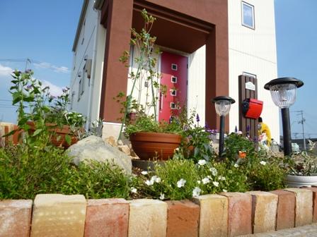 【DIY】初心者でも安心!花壇作りをレンガで簡単してみよう★のサムネイル画像