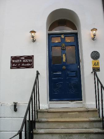 一度は開けてみたい!西洋の面影・・アンティークなドアに憧れます!のサムネイル画像
