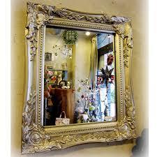 アンティークの鏡で優雅に身だしなみを整えて出かけてみませんか?のサムネイル画像
