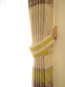 カーテンの留め具を手作りして、窓際を華やかに・明るくしましょうのサムネイル画像
