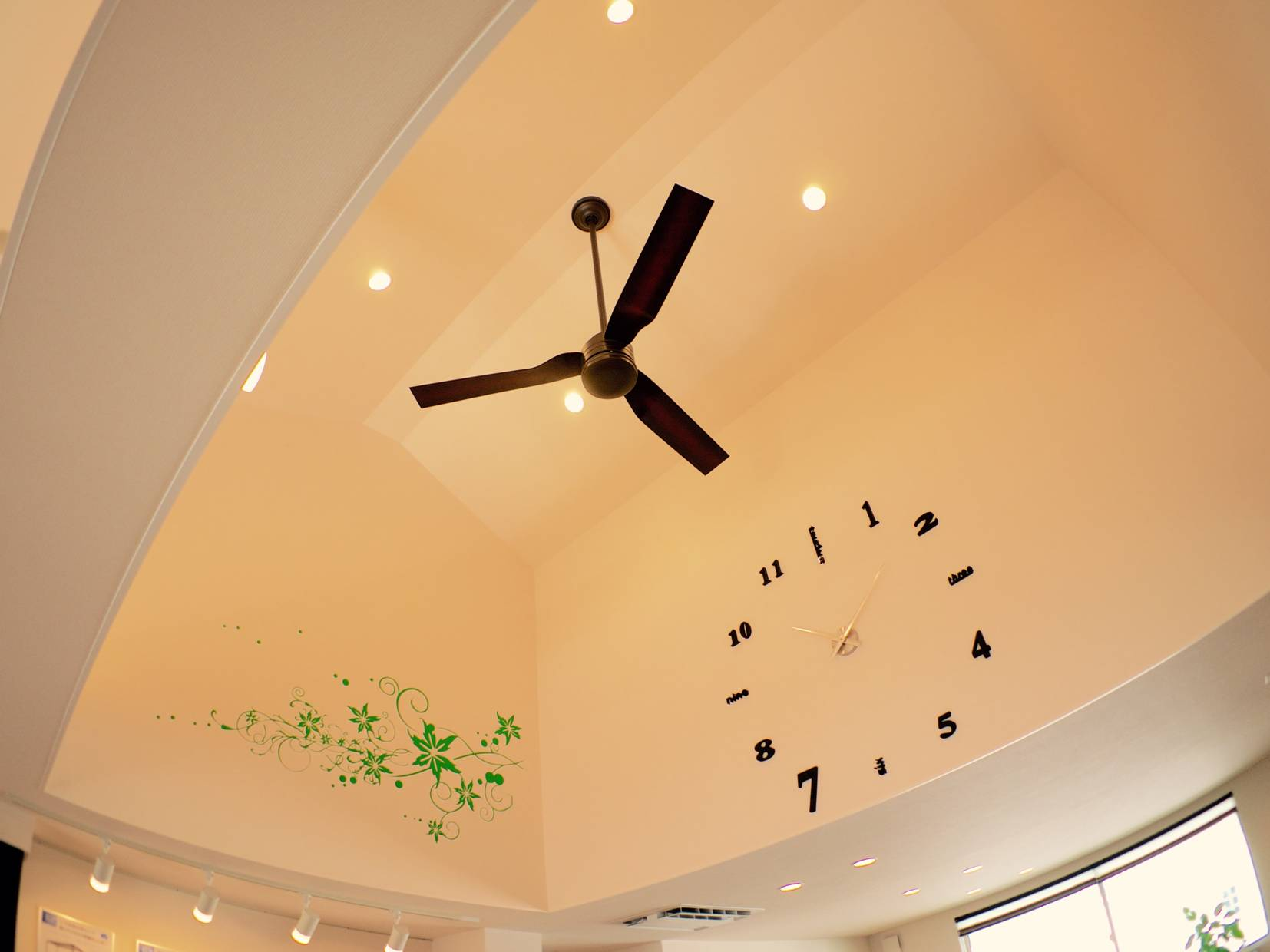 節電になるって本当?冷暖房の効率がUPするシーリングファンの効果のサムネイル画像
