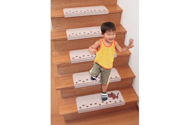 意外と危険な場所の階段には安全対策を!滑り止めがおすすめです!のサムネイル画像
