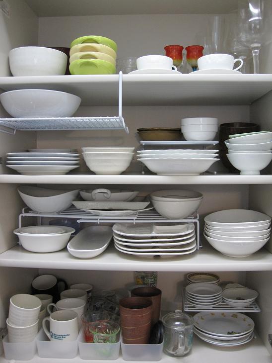食器棚の中、整理できてますか?食器棚収納のコツをご紹介します!のサムネイル画像