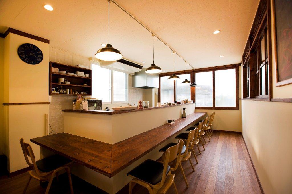 おしゃれなカフェの内装を自宅で実現!居心地の良い空間作りのサムネイル画像