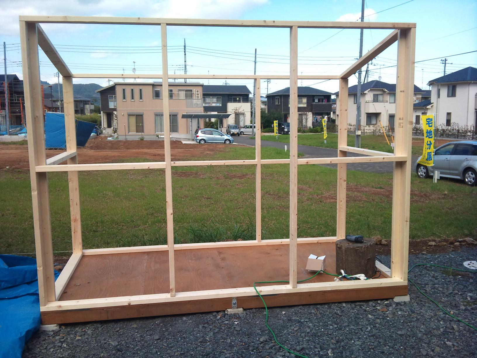 物置をDIYで作ります。簡単な方法と、本格的に土台から作る方法。のサムネイル画像