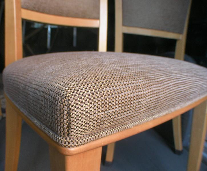 椅子の張替えを自分で!椅子の張替えのDIYの方法などまとめてみた。のサムネイル画像