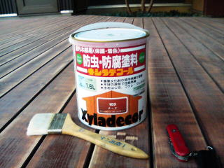 ウッドデッキを補修するためには、塗料を使っておこないます。のサムネイル画像