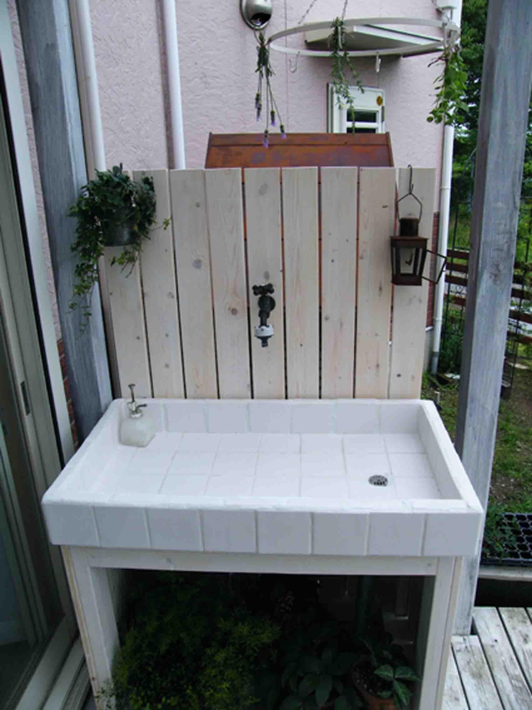 ガーデニングで、洗い物をするのに、流し台を置きたくなりました。のサムネイル画像