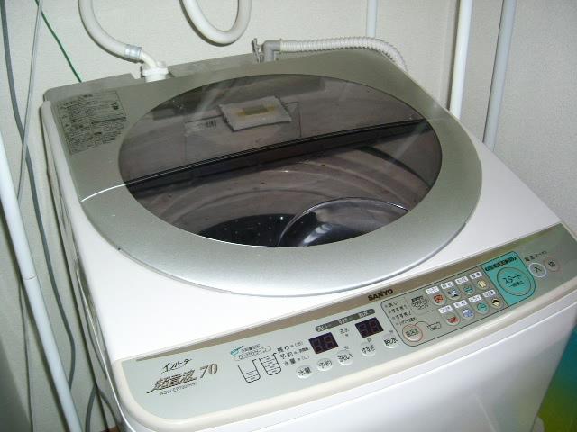 洗濯機の中はカビがいっぱいってほんと?簡単にできる掃除方法とは?のサムネイル画像