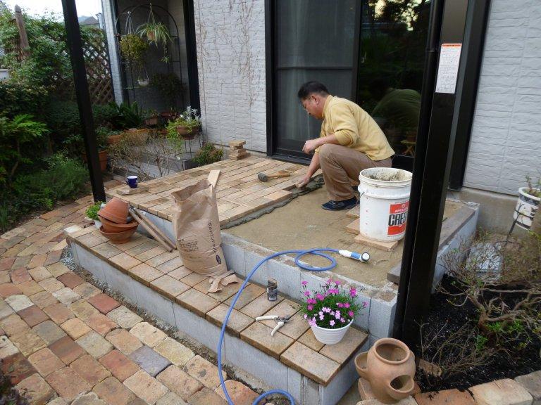 住宅のテラスを自分で作ります。自作のテラスをDIYで作ります。のサムネイル画像