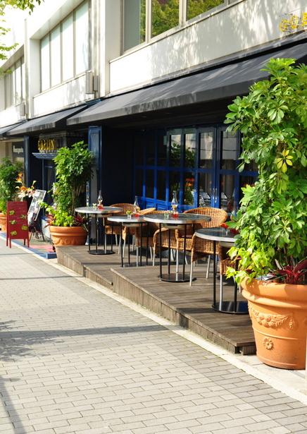 テラスで、カフェを。カフェを飲むのに、テラスで飲むとおいしいですのサムネイル画像
