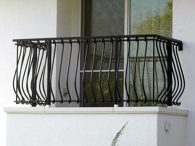 ベランダやバルコニーに、柵があります。柵がないと危険です。のサムネイル画像