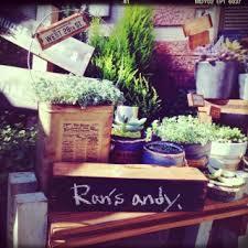 観葉植物によく合う鉢カバーをご紹介!シャビーでレトロな鉢カバーのサムネイル画像