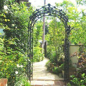 憧れのガーデンアーチ!自宅の庭をアーチで華麗に演出しよう!のサムネイル画像