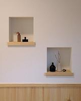 【狭いスペースでもOK】飾り棚を活用して玄関をおしゃれに演出しようのサムネイル画像
