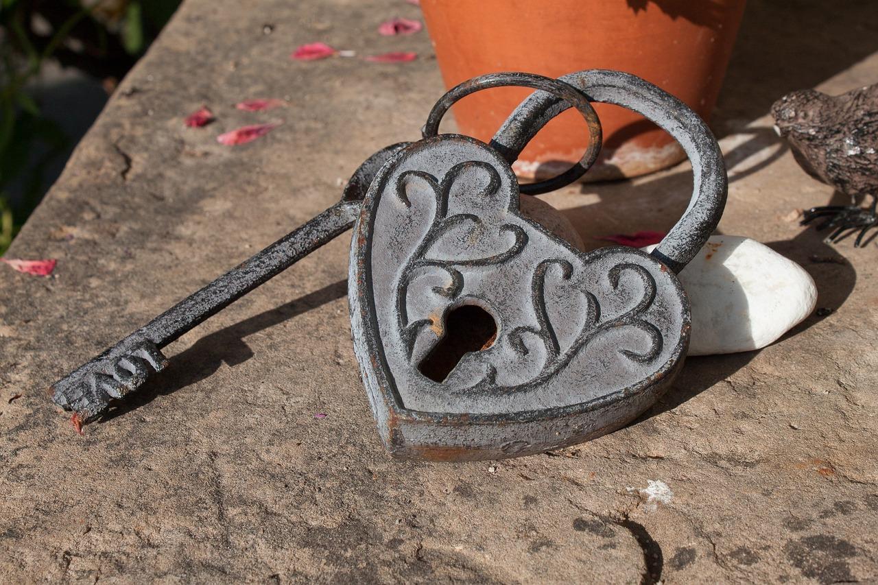 緊急時の南京錠の解除方法!ダイヤル錠&鍵式南京錠の開け方をご紹介のサムネイル画像