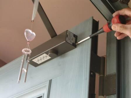 住居の玄関ドアが壊れたり、調子が悪くなると、修理や補修が必要!のサムネイル画像