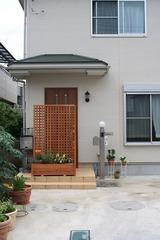 ドアを開けたら中が丸見え?玄関の目隠しでプライバシーを保護!のサムネイル画像
