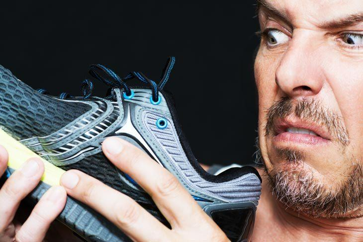 靴箱を開けたら悪臭が・・・カビ対策は大丈夫?対策と掃除方法ご紹介のサムネイル画像