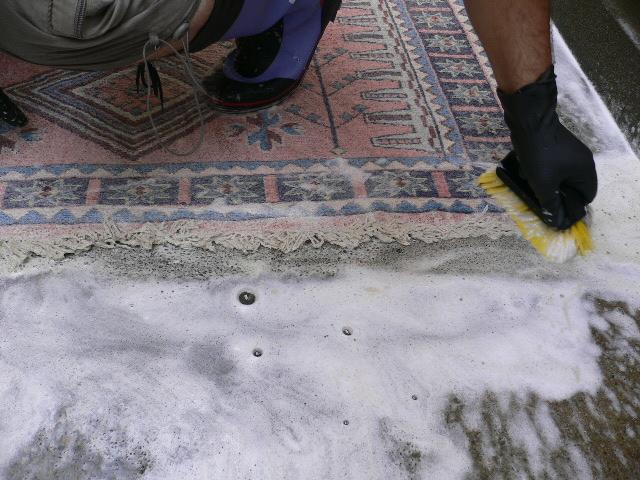 お手元の絨毯を、クリーニングする時は、どうしていますか?のサムネイル画像