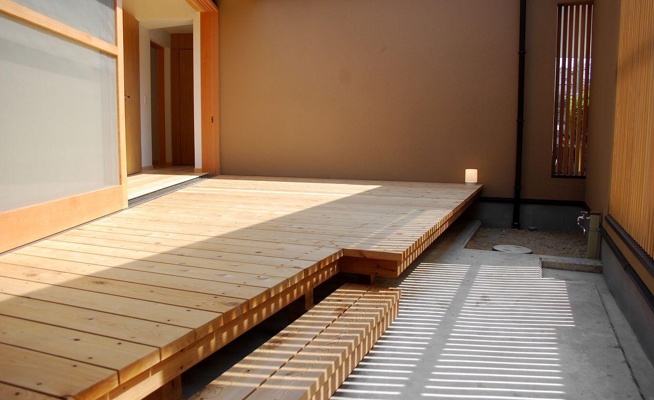 木材の温もりあふれるウッドデッキを作りたい!木材選びのコツとはのサムネイル画像