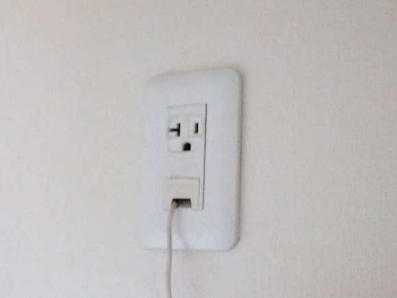 邪魔にならない方法で見た目もきれいにしよう!エアコンの電源をのサムネイル画像