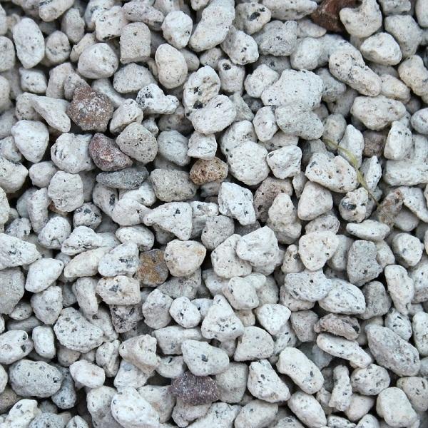園芸用の軽石があります。排水性、通気性、保水性が高いとされます!のサムネイル画像