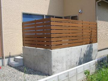 お宅の塀は、外構部分ですが、目隠しでプライバシーを守りましょう!のサムネイル画像