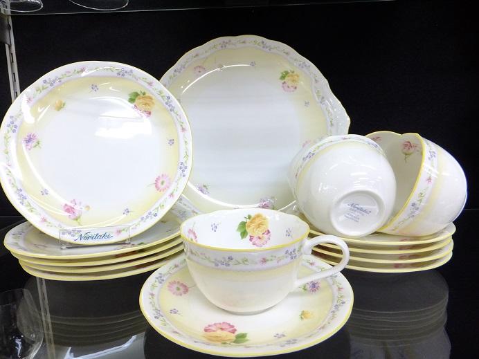 あなた好みの食器セットを買って、食事を見た目から楽しみましょう!のサムネイル画像
