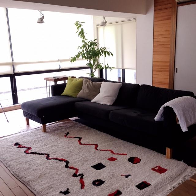 色やデザインでお部屋のイメージを変えてくれるおしゃれラグのサムネイル画像