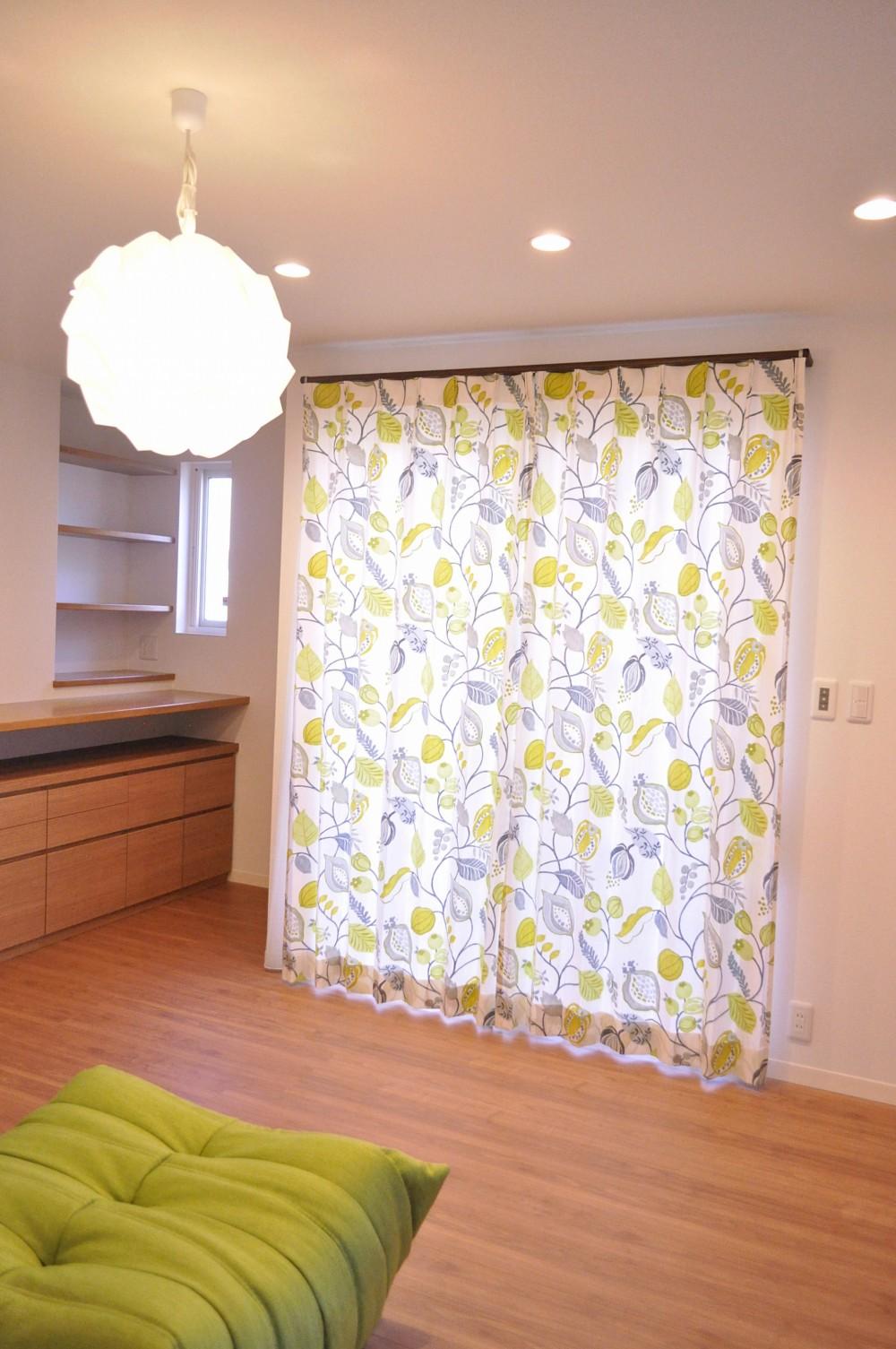 カーテンを新しくして、部屋をおしゃれに変えてみませんか?のサムネイル画像