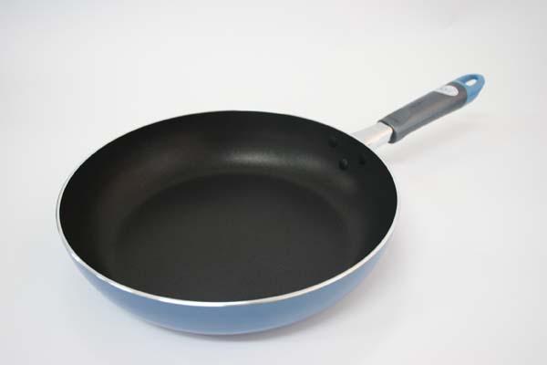 主婦にお勧めしたいテフロン加工された人気のフライパンを紹介のサムネイル画像