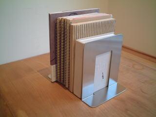 本を収納しながらインテリアにもなる!おしゃれブックエンドをご紹介のサムネイル画像