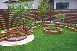 お家の周りの垣根は樹脂製にします?木材製ウッドフェンスにします?のサムネイル画像