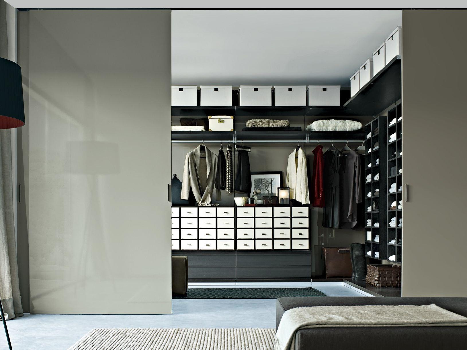 家具として、クローゼットを探しました。ワードローブも同じです!のサムネイル画像