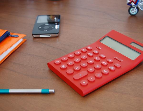 電卓は職場に家庭に大活躍!!おしゃれな電卓でセンスがキラリ✩のサムネイル画像