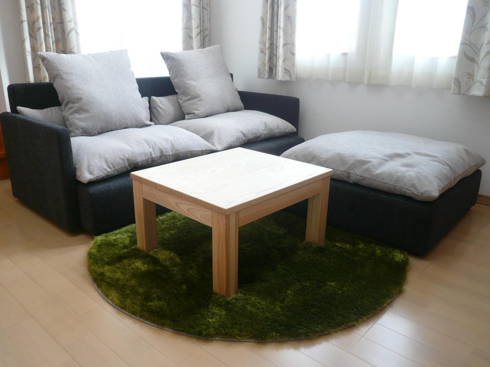 お部屋の印象を決めるラグ。丸い形ならかわいく優しい雰囲気にのサムネイル画像